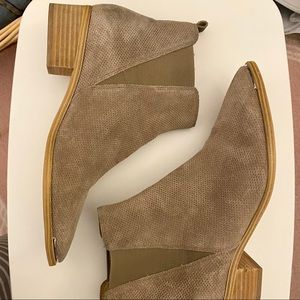 Marc Fischer Yale Chelsea Boot - perforated suede